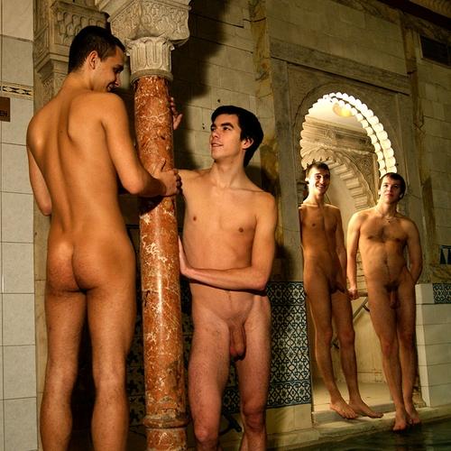 Nackte männer in der sauna